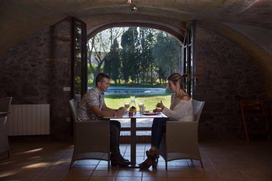 Torroella de Fluvia, Spain: Desayunos en el comedaor o jardín (Según temporada)