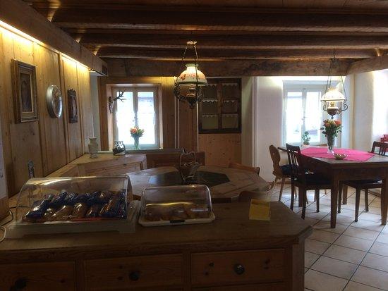 Zillis, Switzerland: sala bar
