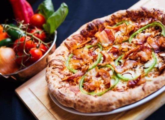 Pizzeria Hotel Paquet: La pizza Spéciale qui est délectable