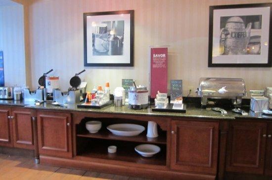 Hampton Inn Princeton: Breakfast Bar