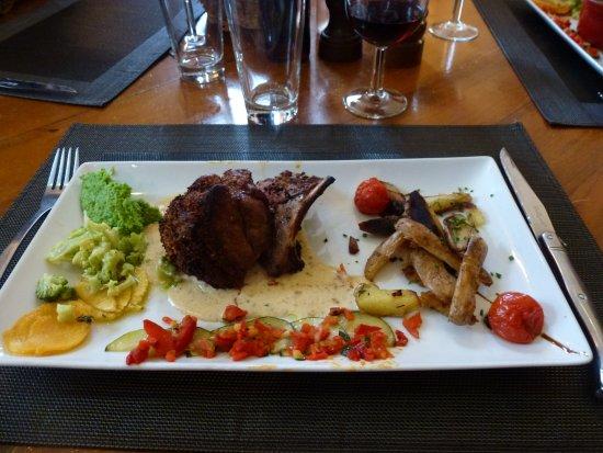 Figanieres, Prancis: quatre plats différents et une grosse envie de tous de gouter à Tout !!!!