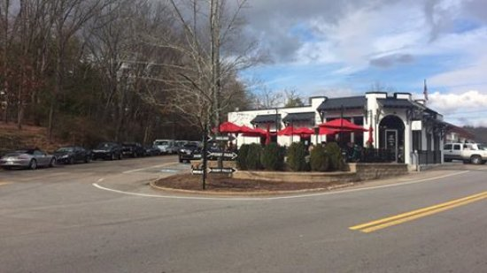 Lookout Mountain, TN: Not a problem finding parking on the weekend when some of the businesses were closed