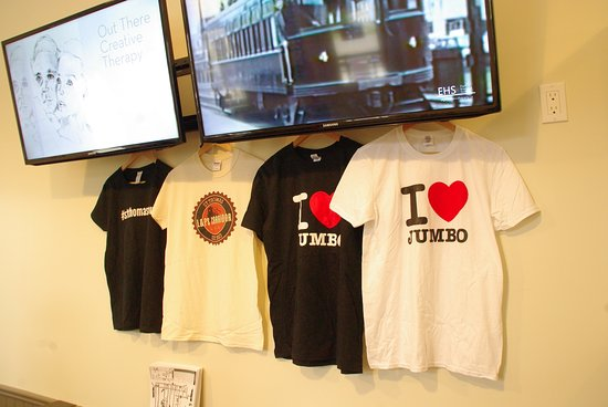 Saint Thomas, Kanada: Pick up a t-shirt while you are here! We all LOVE Jumbo!
