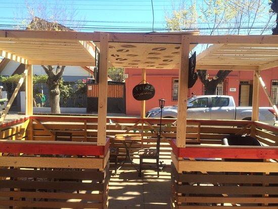 Una Singular Terraza Con Diseño De Granos De Café En El
