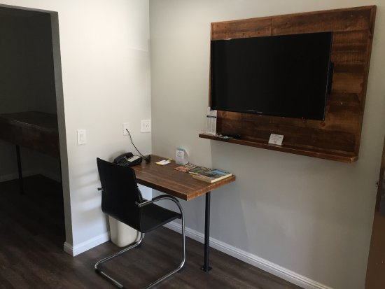 La Mesa, CA: In Room Desk and Living Room TV