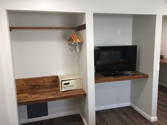 La Mesa, CA: 2 Double Bed Room TV and Closet