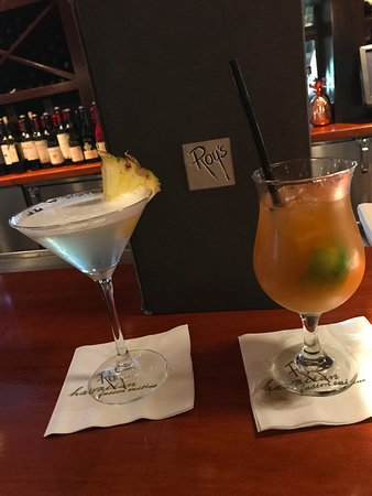 Rancho Mirage, CA: Hawaiian martini on left; Mai Tai on right