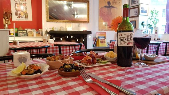 The Crow's Nest in the Square: Tapas and Wine at The Crows Nest in the Square