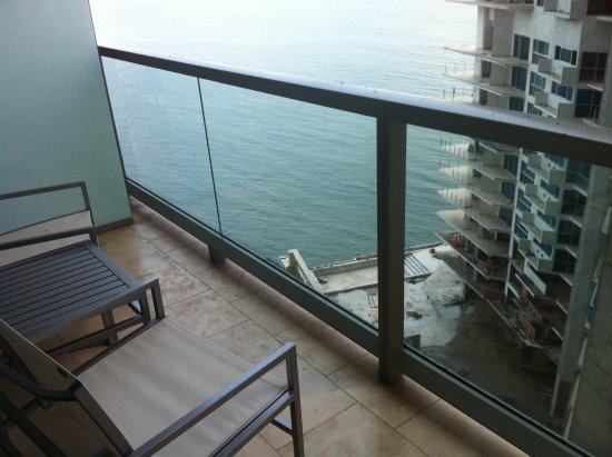 Trump International Hotel & Tower Panama: A vista não é essas coisas, muita construção em volta.