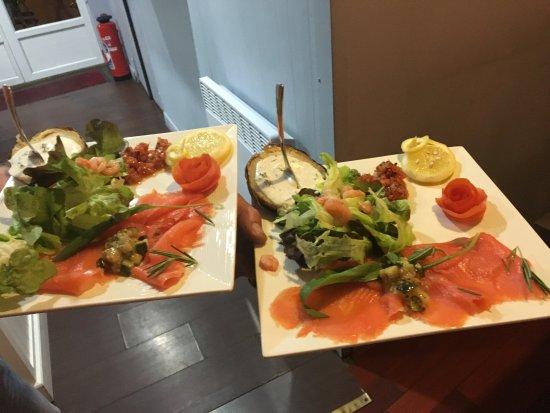 Roncq, France: Assiettes de saumon