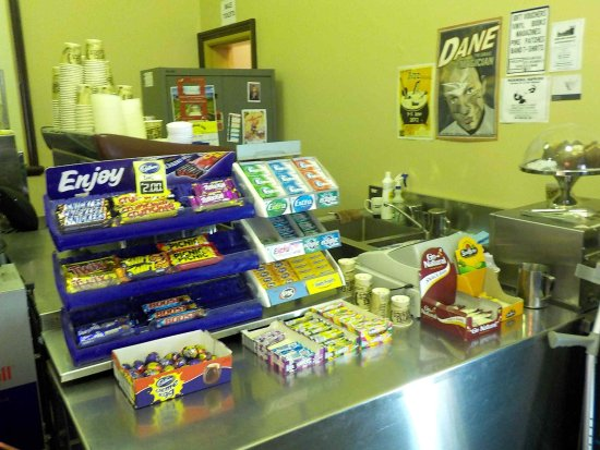 Castlemaine, Australia: Confectionery and serving area