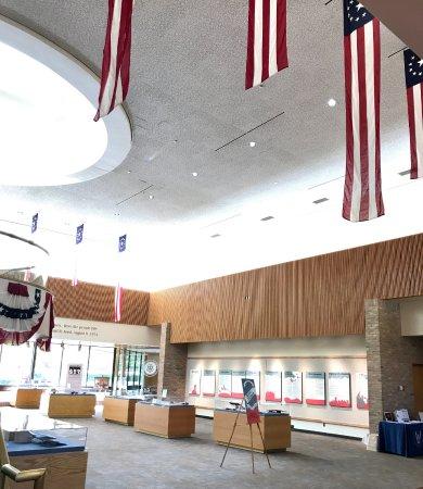 แอนอาร์เบอร์, มิชิแกน: Exhibit hall is in the open reception area