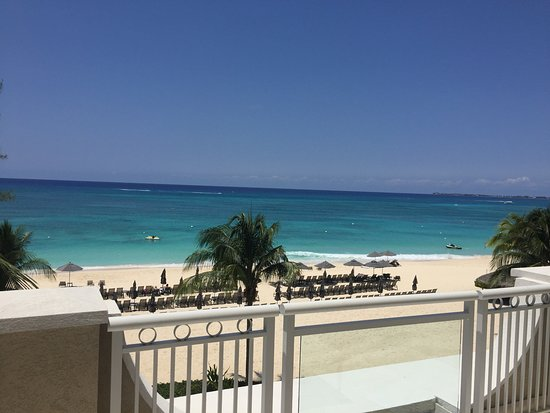Снимок Beachcomber Grand Cayman