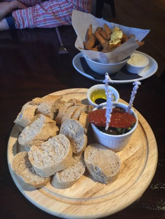 Kidlington, UK: Starters of white bait and bread board with olives and sundried tomato.