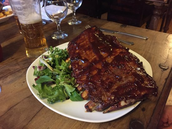 Kintbury, UK: The ribs! Don't forget there are homemade chunky chips under them too!