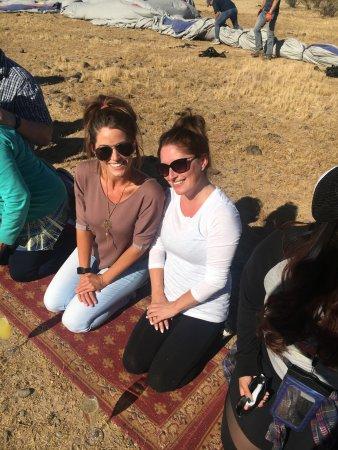 เคฟครีก, อาริโซน่า: A little post-flight champagne prayer on a rug in the desert! Such a fun experience!