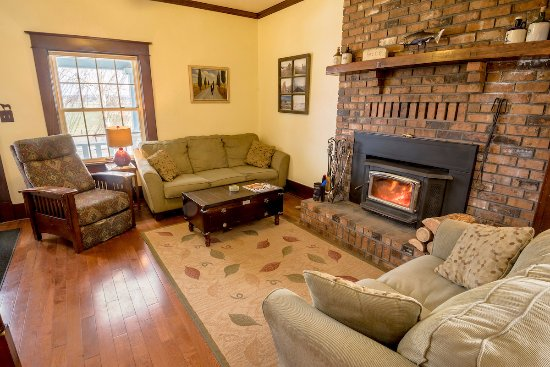 Barking Mad Farm & Country B&B: Enjoy sitting by our cozy fire on winter days.