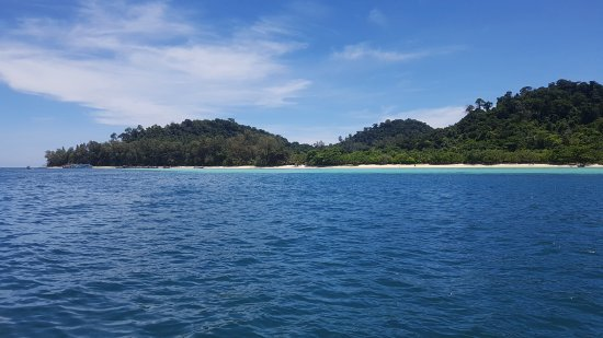Kantang, Thailand: Island view from the ocean