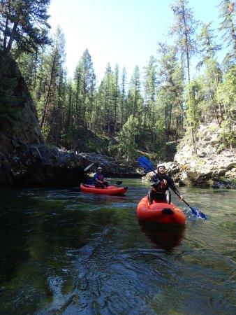 Skookumchuck, Canada: Inflatable Kayak!