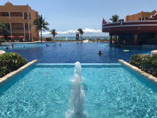 The Royal Haciendas All Suites Resort & Spa: Un lugar maravilloso. Sus empleados hacen que la estadía muy placentera.  Es hermoso ser atendid