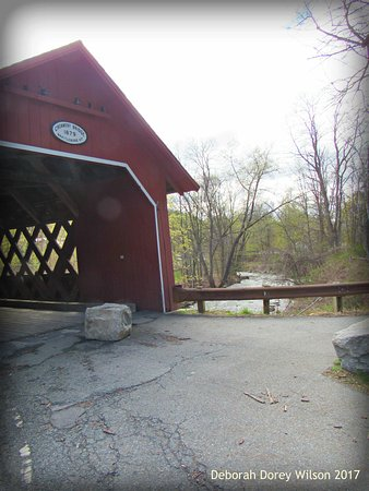 Brattleboro, VT: Lovely Covered Bridge..Hairpin turn with BIG rocks on both sides make exit DIFFICULT!!