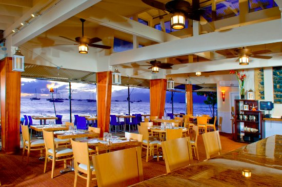 Honu Seafood and Pizza: From anywhere in our restaurant you can enjoy our amazing views. Don't miss out!