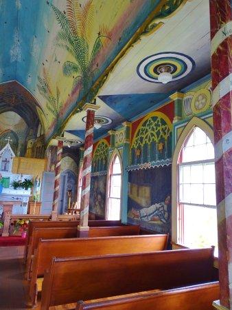 Honaunau, Hawái: pics from painted church