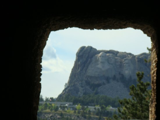 Peter Norbeck Scenic Byway : Tunnel View of Mount Rushmore