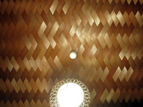 ヘリボーン床とは|簡単DIYで作るヘリンボーン床10例