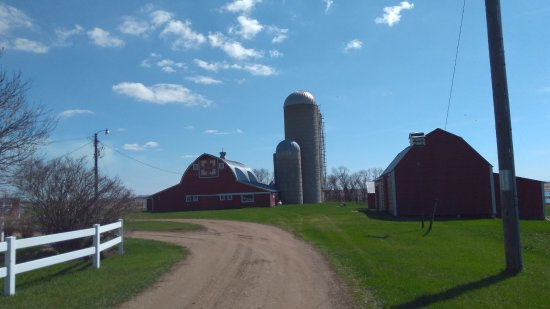 Webster, SD: Lakeside Farm Barn with quilt panel