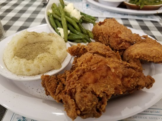 Greenwood, DE: Delicious Fried Chicken, mashed potatoes and green beans