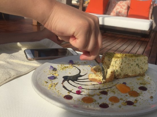 Anandá Hotel Boutique: Pistachio cheesecake at the rooftop lounge.