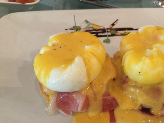 Anandá Hotel Boutique: Huevos Benedictinos.
