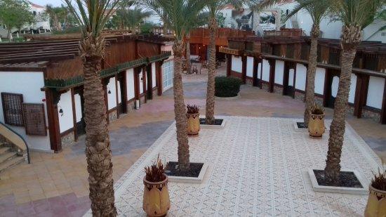 Reef Oasis Blue Bay Resort: торговые ряды на территории отеля