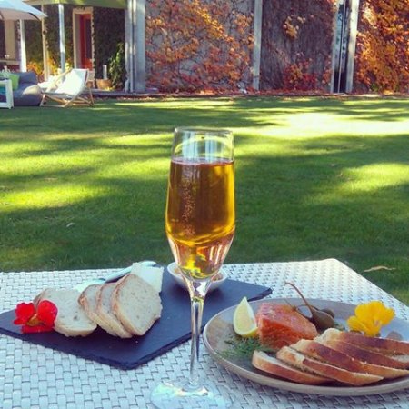 Rapaura, New Zealand: pelorus rose bubbles, cheese and salmon