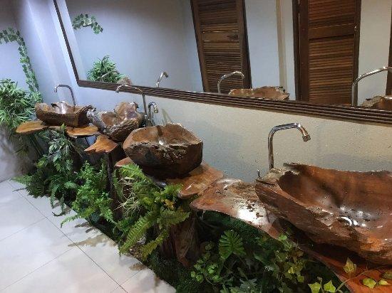 بواريا هوتل شاينجماي: Sauberkeit des Zimmers lässt zu wünschen übrig...