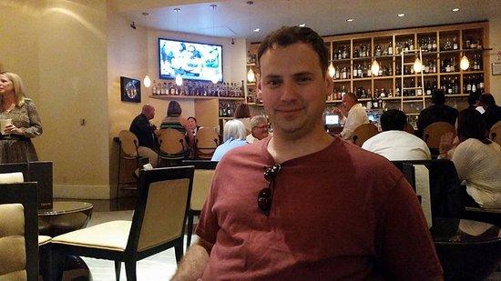 Delmonico Steakhouse: Bar Waiting Area