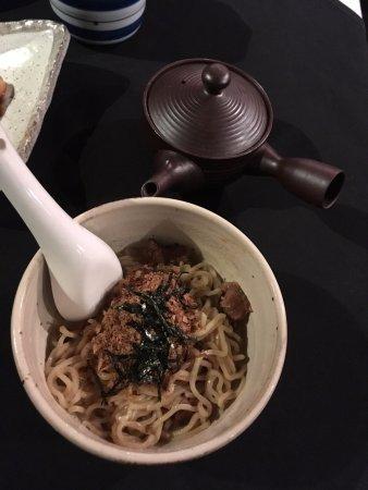 Subiaco, ออสเตรเลีย: 一小碗拉麵配上,上湯分開端上,這是在珀斯吃過最好吃的拉麵