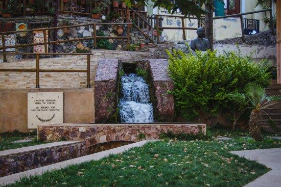 Spili, Grecja: мини-водопад Спили