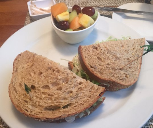 Roseville, MN: Chicken salad sandwich & fruit