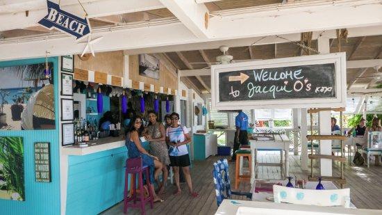 Jacqui O's BeachHouse : Colorful vibe