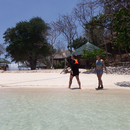Culion, Filipinler: View of Ditaytayan Island's main beach section #2 (with Megs & Khloe)
