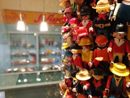 Nuremberg Toy Museum (Spielzeugmuseum) : Einer der wenigen gut ausgeleuchteten Bereiche