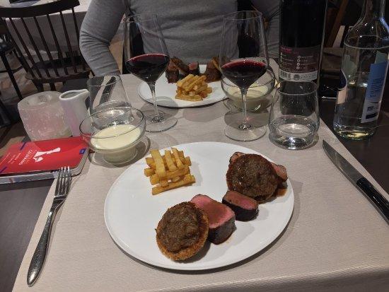 Canton of Vaud, Schweiz: Les asperges du Valais et le boeuf Simmental, yummy !