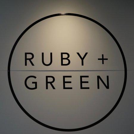Burleigh Heads, Austrália: Ruby + Green