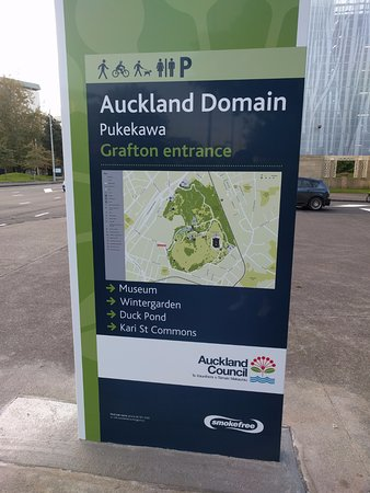 Auckland Domain: Entrance Sign