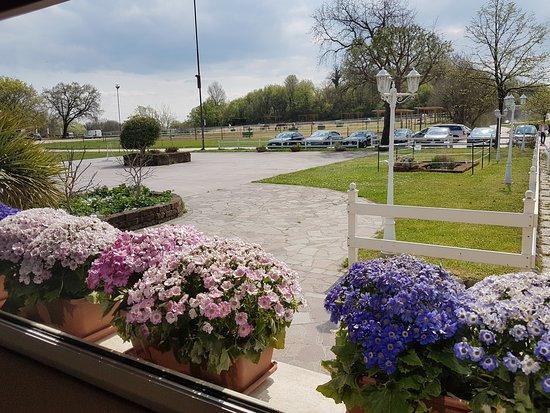 L 39 esterno picture of ristorante fior di loto puegnago for L esterno di un ristorante