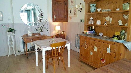 The Old Malt House Bed & Breakfast: Breakfast Room