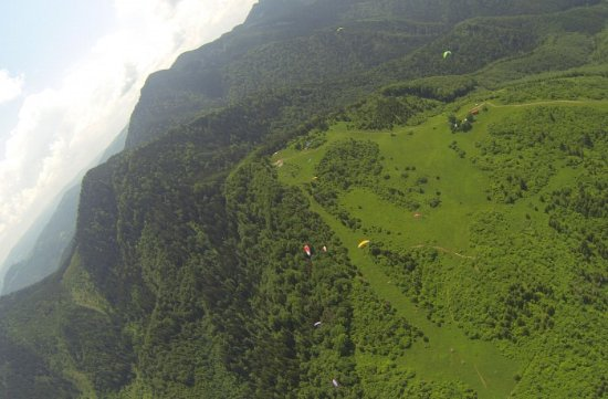 Sacele, Roemenië: The view from a paraglider