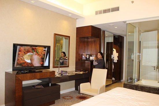 Sheraton Dubai Mall of the Emirates Hotel Photo